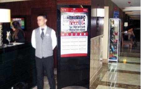 Otel giriş lobide misafirlere duyurular verilebilir